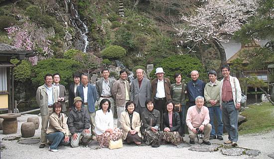 櫻井家庭園前の観光客