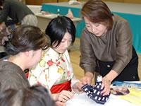 出張ふろしき講座では講師を務める。毎回多くの人が集まる。