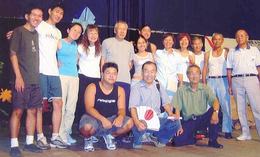 講師に末田団長(後列、左から5人目)を迎えたブラジル神楽団=古田川さん提供=