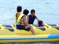 バナナボートはこんな小さな子供でも大丈夫!