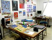 夏目さんのオフィスです。比較的古い建物ですが、それがまた味がある。BGMにさりげなくボサノヴァが流れているあたり、ああ、デザイナーさんの部屋なんだ、と感じました。
