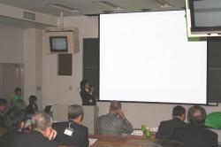 プレゼンテーション審査の様子。写真中央で発表しているのが坂本さん。