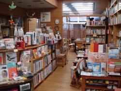 本がいっぱいの店内
