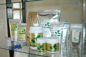 いづも屋のモロヘイヤ商品群(モロヘイヤ粉末、錠剤、ほうじ茶)