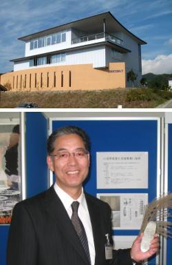 (上)ソフトビジネスパーク島根にあるワコムアイティ本社。(下)多久和 厚 代表取締役社長