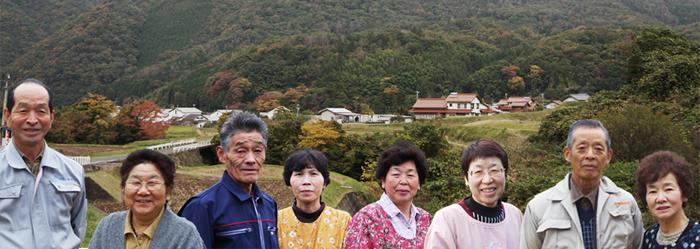 佐田町ヤーコン生産組合の皆様 皆さんだれもが元気で活き活きといい顔してます!!